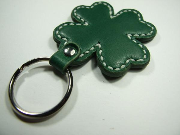 クローバーのキーホルダー 緑x白ステッチ-2