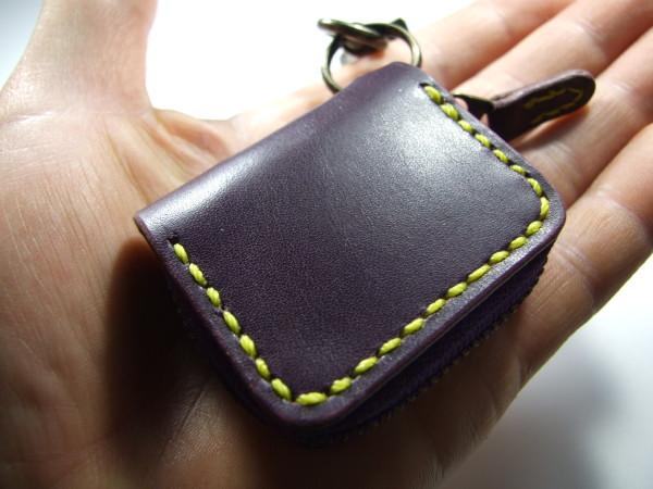 ミニファスナーコインケース 紫x黄色ステッチ