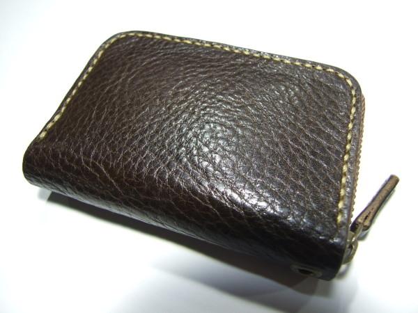 カードも入る焦げ茶のファスナーコインケース ベージュステッチ-1