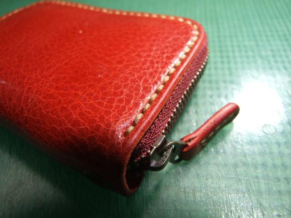 カードも入る赤いファスナーコインケース ベージュステッチ-2