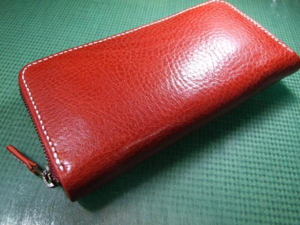 シボあり赤のファスナーロングウォレット 白ステッチ-2
