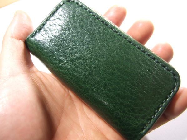 グリーンのファスナーキーケース