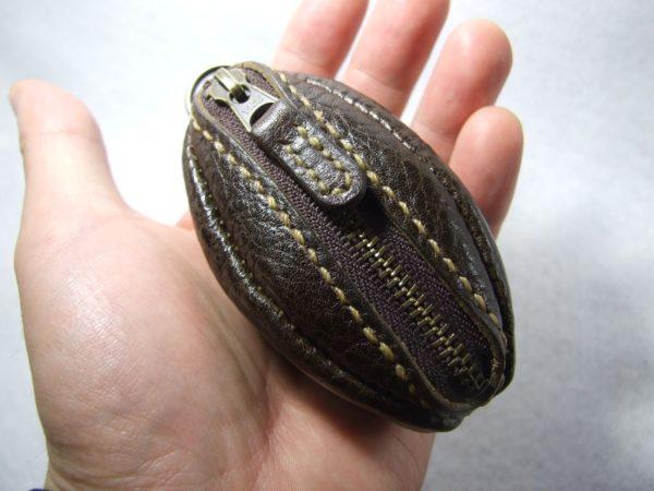 オーダーページ 焦げ茶のラグビーボールコインケース