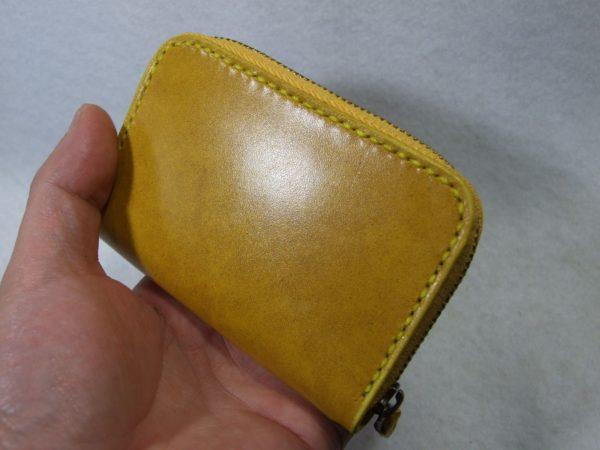 カードも入る黄色のファスナーコインケース ルガトショルダー