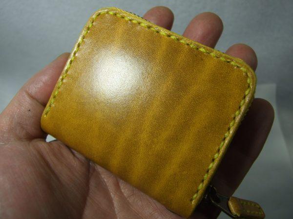 スクエアファスナーコインケース ルガトショルダー黄色